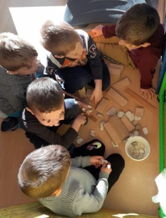 Aktivnosti s pedagoški neoblikovanim i prirodnim materijalima u zgradi 4